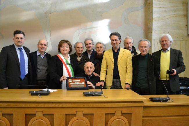 Cittadinanza-onoraria-professo-Carnevale-corridonia-1-650x433