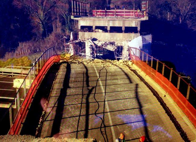 crollo-ponte-ancona-autostrada-4-650x472