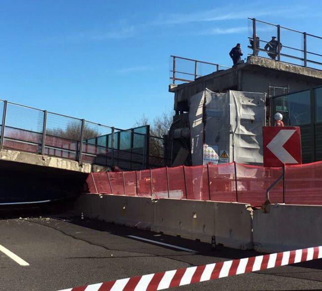 crollo-ponte-autostrada-ancona-7-650x588