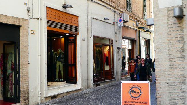 palazzo-commercianti-piazza-battisti-macerata-inagibile_foto-LB-1-650x365
