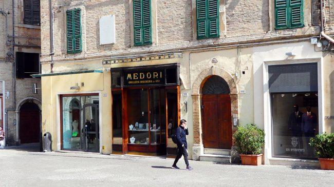 palazzo-commercianti-piazza-battisti-macerata-inagibile_foto-LB-4-650x365