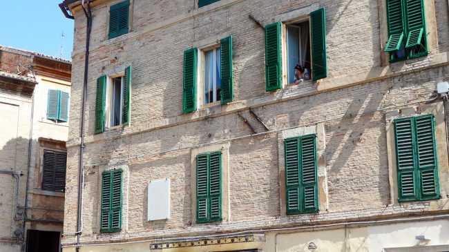 palazzo-commercianti-piazza-battisti-macerata-inagibile_foto-LB-6-650x365