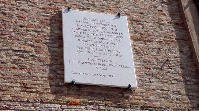 palazzo-commercianti-piazza-battisti-macerata-inagibile_foto-LB-7-650x365