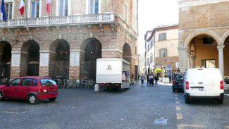 Piazza-Libertà-Macerata_foto-LB-4-325x183