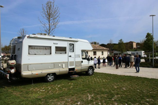 abbadia-fiastra-area-camper-e-riapertura-chiostro_foto-LB-10-650x433
