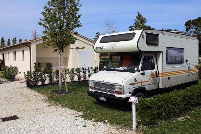 abbadia-fiastra-area-camper-e-riapertura-chiostro_foto-LB-5-650x434