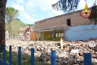 demolizione-scuola-pieve-torina-13-1-325x216