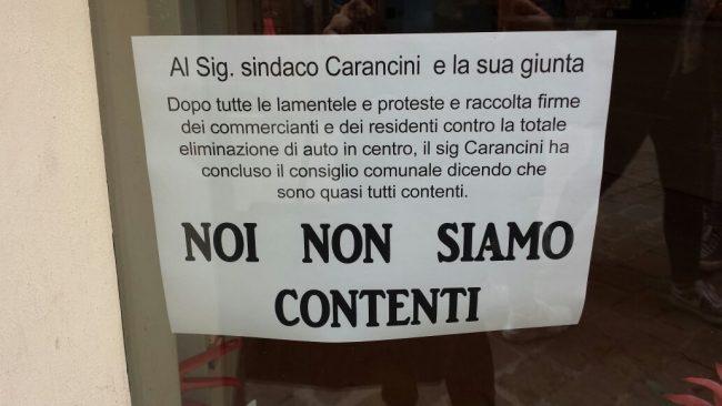 cartello-protesta-commercianti-via-garibaldi
