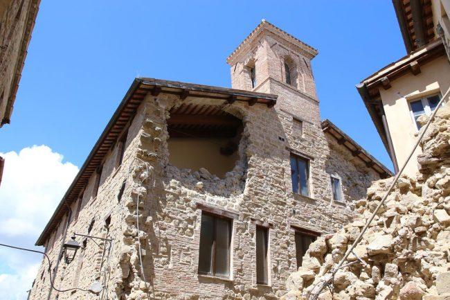 donazione-compass-a-camerino_zona-rossa_foto-LB-25-650x433