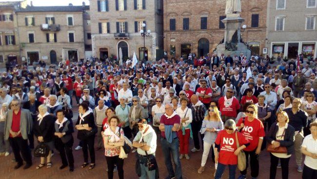 folla-in-piazza