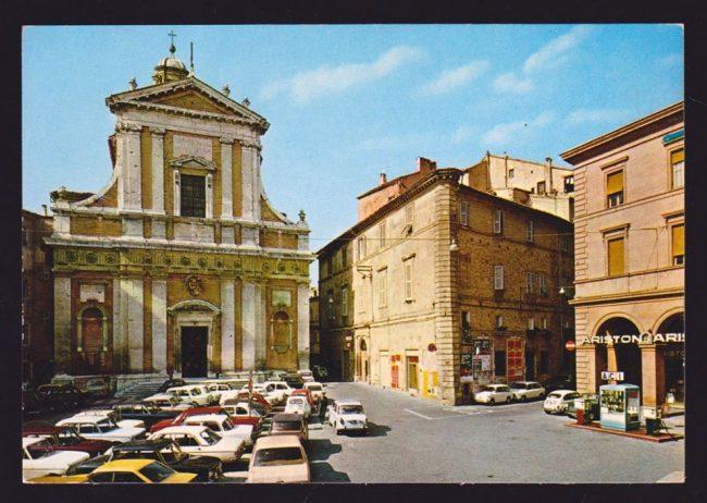 macerata-storica-piazza-vittorio-veneto-di-filippo-davoli