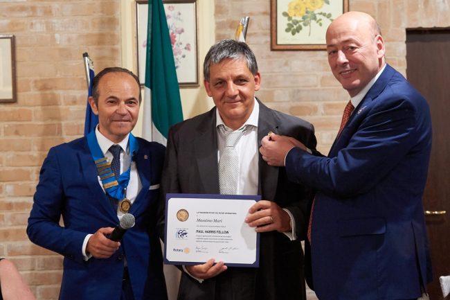 Il-premio-Paul-Harris-al-dottor-Massimo-Mari