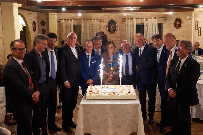 La-torta-per-i-10-anni-del-Rotary-club-Matteo-Ricci-650x433