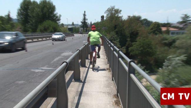 in-bici-sul-ponte