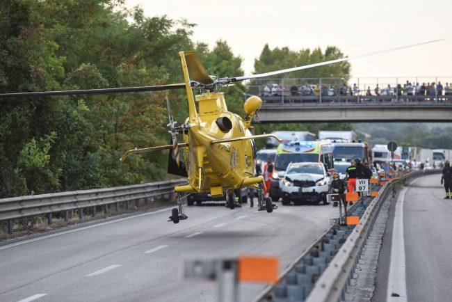 incidente-auto-moto-superstrada-morrovalle-FDM-5-650x434