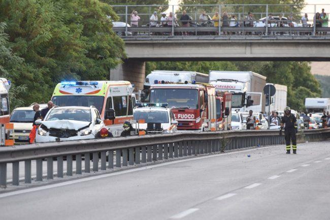 incidente-auto-moto-superstrada-morrovalle-FDM-6-650x433