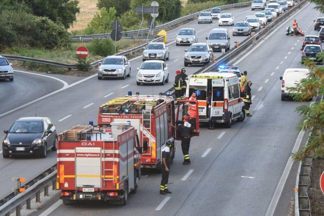 incidente-auto-moto-superstrada-morrovalle-FDM-9-650x433
