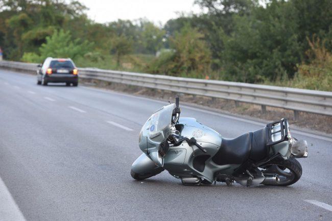 incidente-auto-moto-superstrada-morrovalle-FDM-4-650x434-650x434
