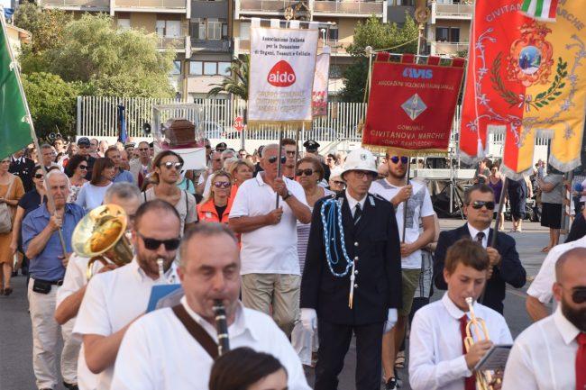 processione-in-mare-san-marone-2017-civitanova-FDM-5-650x433