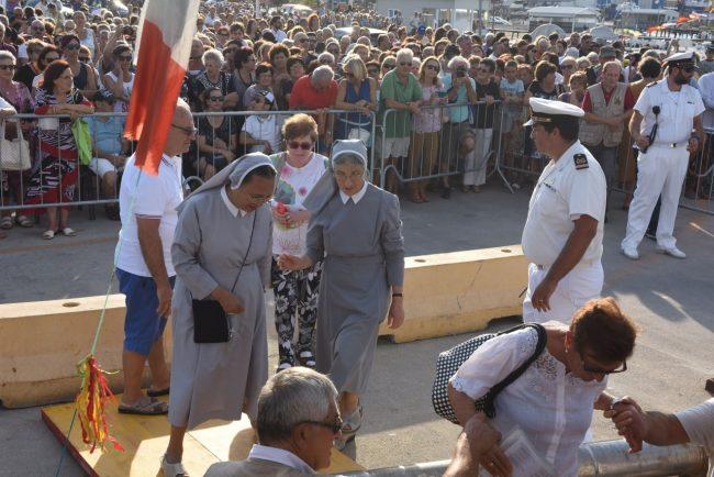 processione-in-mare-san-marone-2017-civitanova-FDM-6-650x434
