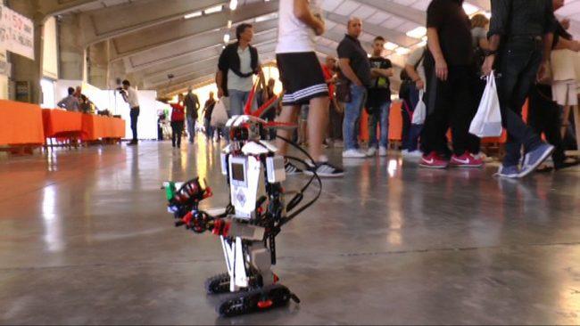 fiera-publico-e-robot