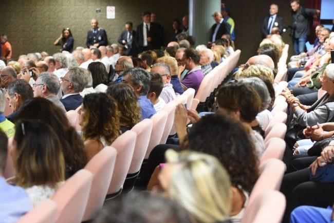inaugurazione-scuola-con-gentiloni-sarnano-FDM-5-650x434