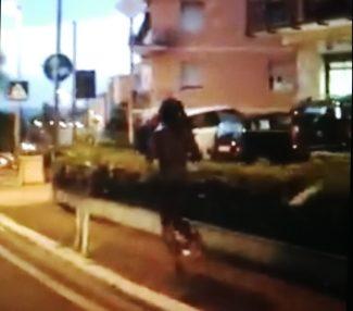 ragazzo_corre_nudo_via_velini
