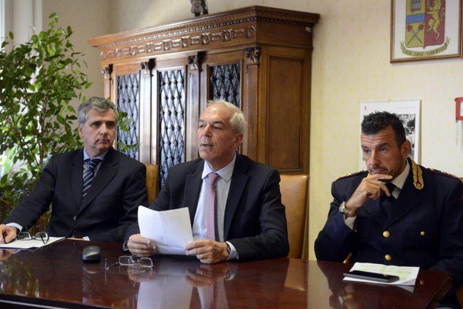 Polizia_Black_Pallini_Giorgio_Albini_FF-1-650x433
