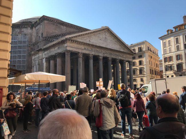 protesta-terremotati-roma-21-ottobre-17-12-650x488
