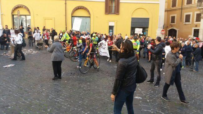 protesta-terremotati-roma-21-ottobre-17-13-650x366