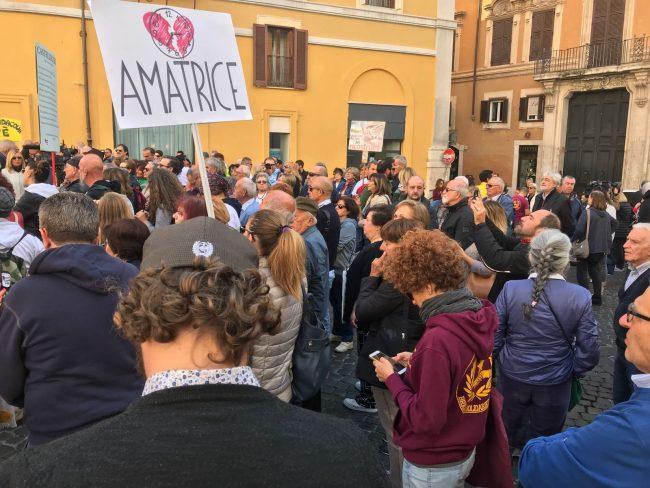 protesta-terremotati-roma-21-ottobre-17-21-650x488
