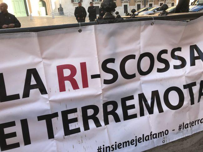 protesta-terremotati-roma-21-ottobre-17-5-650x488
