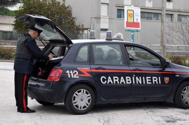 controlli-carabinieri-arkiv-via-aldo-moro-civitanova-FDM-1-650x433