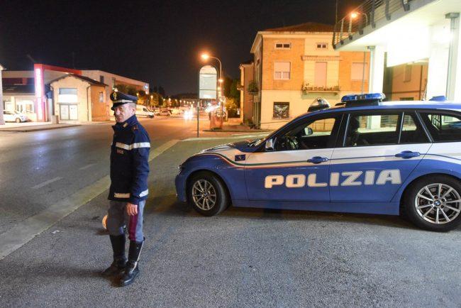 controlli-polizia-stradale-archivio-arkiv-civitanova-FDM-1-650x434