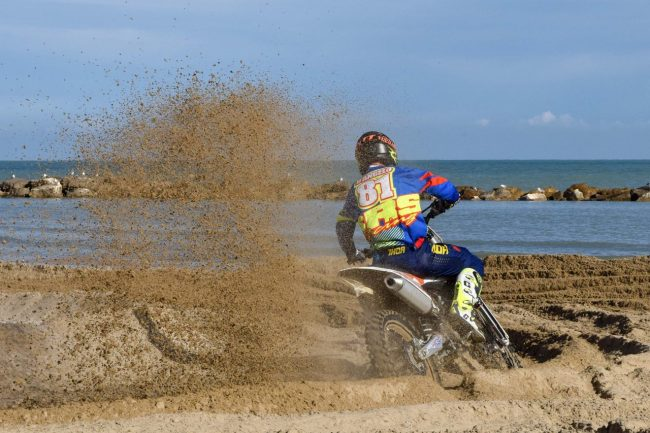 motocross-on-the-beach-spiaggia-civitanova-FDM-1-650x433