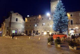 CommercioNatale_PiazzaLiberta_17.26_FF-9-325x217