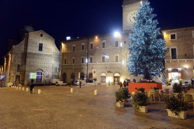 CommercioNatale_PiazzaLiberta_17.26_FF-9-650x434