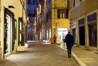 CommercioNatale_ViaTogliatti_17.24_FF-8-325x217