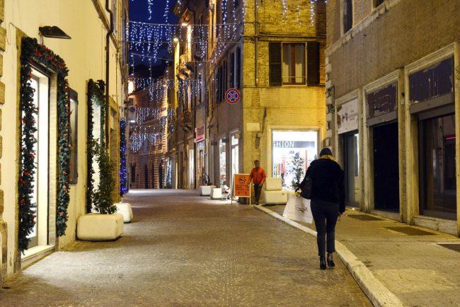 CommercioNatale_ViaTogliatti_17.24_FF-8-650x434