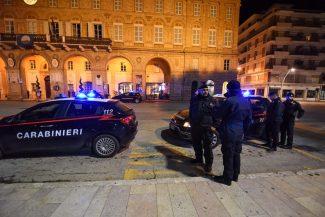 controlli-carabinieri-cc-archivio-arkiv-piazza-xx-settembre-civitanova-FDM-1-325x217