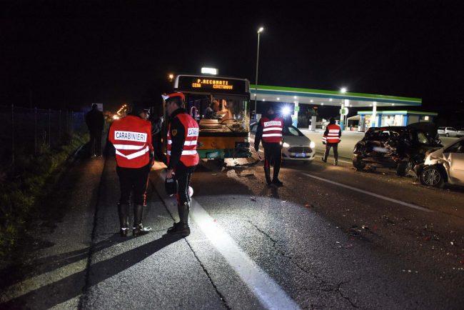 incidente-bus-auto-statale-adriatica-civitanova-ppp-3-650x434