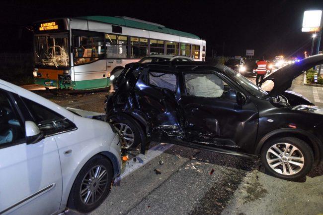 incidente-bus-auto-statale-adriatica-civitanova-ppp-5-650x434