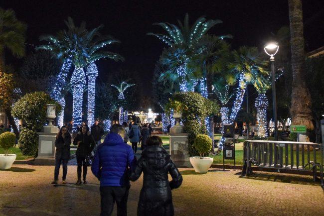 luminarie-ambigue-palme-giardini-di-piazza-natale-2017-civitanova-FDM-1-650x434