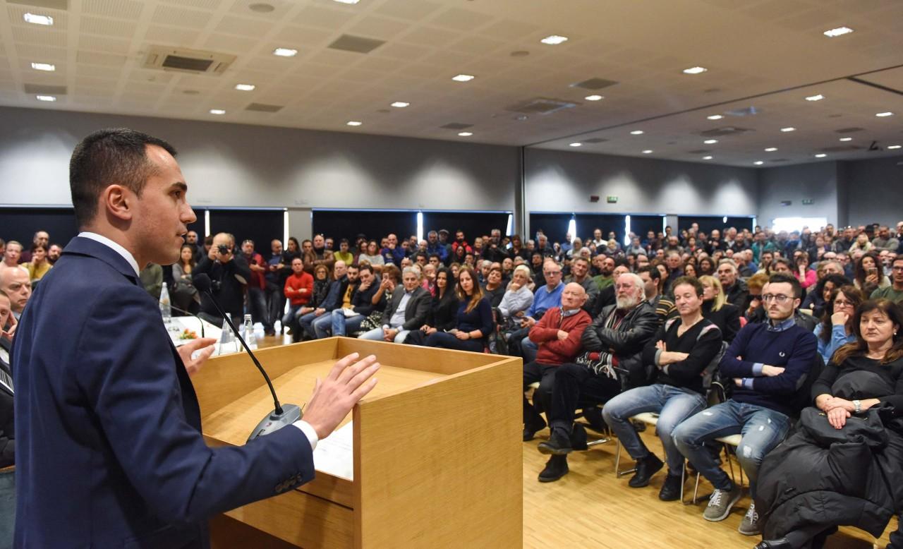 M5S, Di Maio sul palco presenta De Falco candidato in Toscana