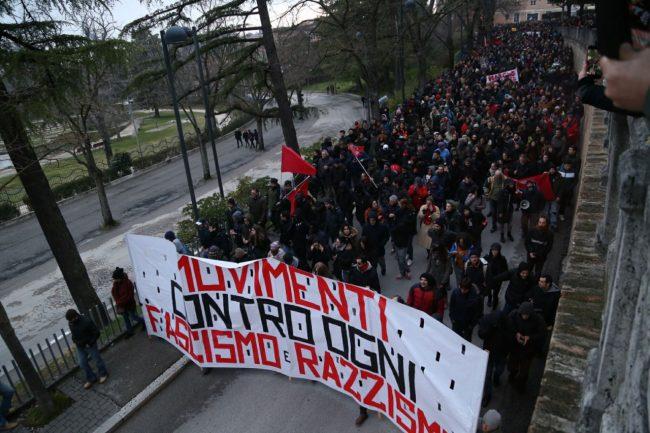 Corteo-antifascista-arrivo-macerata-manifestazione-1-650x433