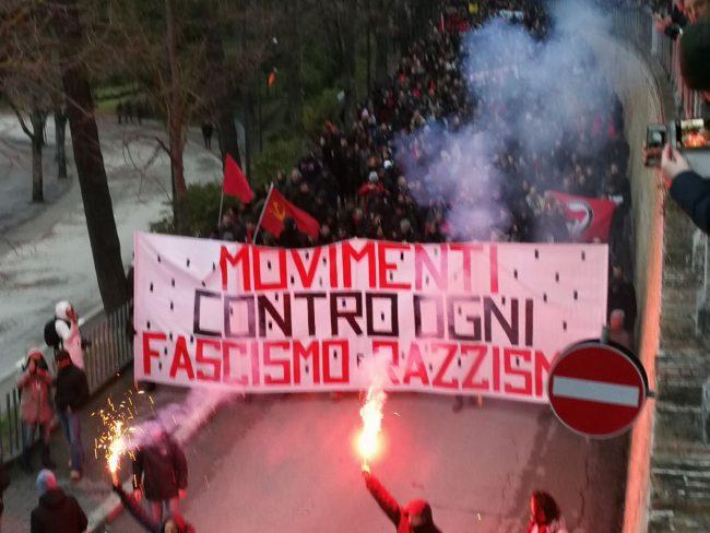 Corteo-antifascista-arrivo-macerata-manifestazione-3-650x488