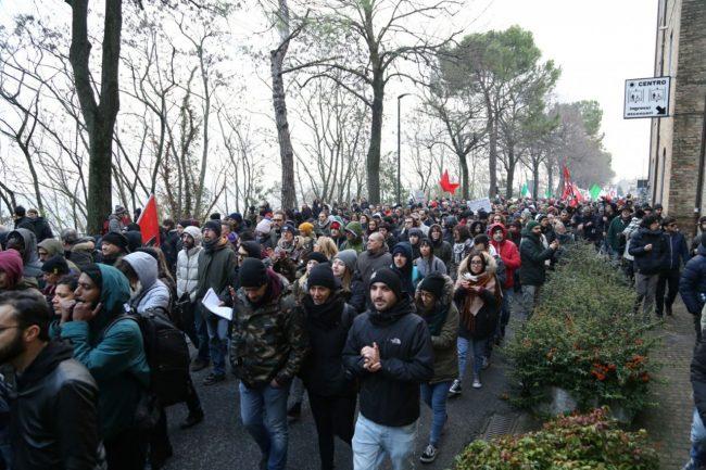 Corteo-antifascista-manifestazione-4-650x433