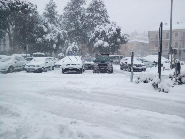Neve-Sarnano-piazza-2-650x488