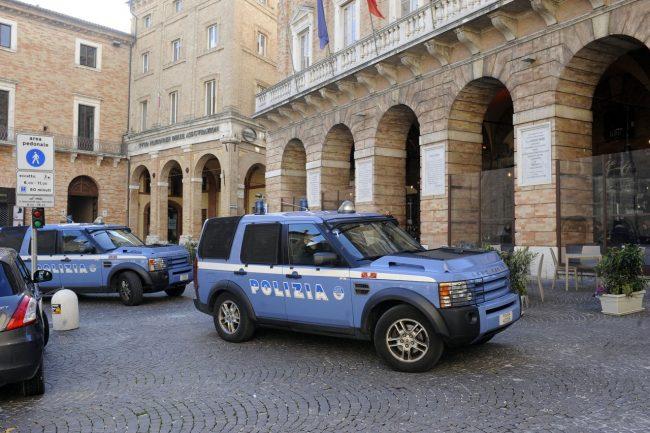 Polizia_PiazzaLiberta_FF-1-1-650x433
