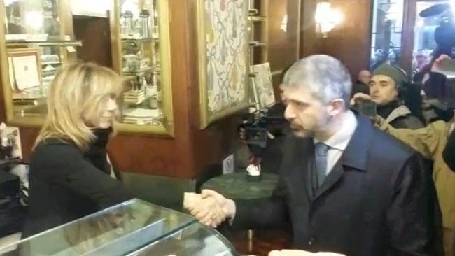 Stretta-di-mano-di-Stefano-da-Venanzetti